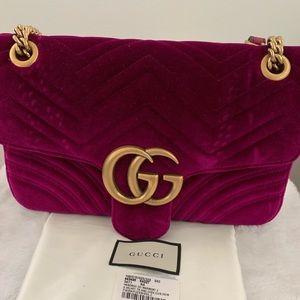 e90979c281b9 Gucci · AUTHENTIC GG Marmont Velvet Fuchsia Med Bag